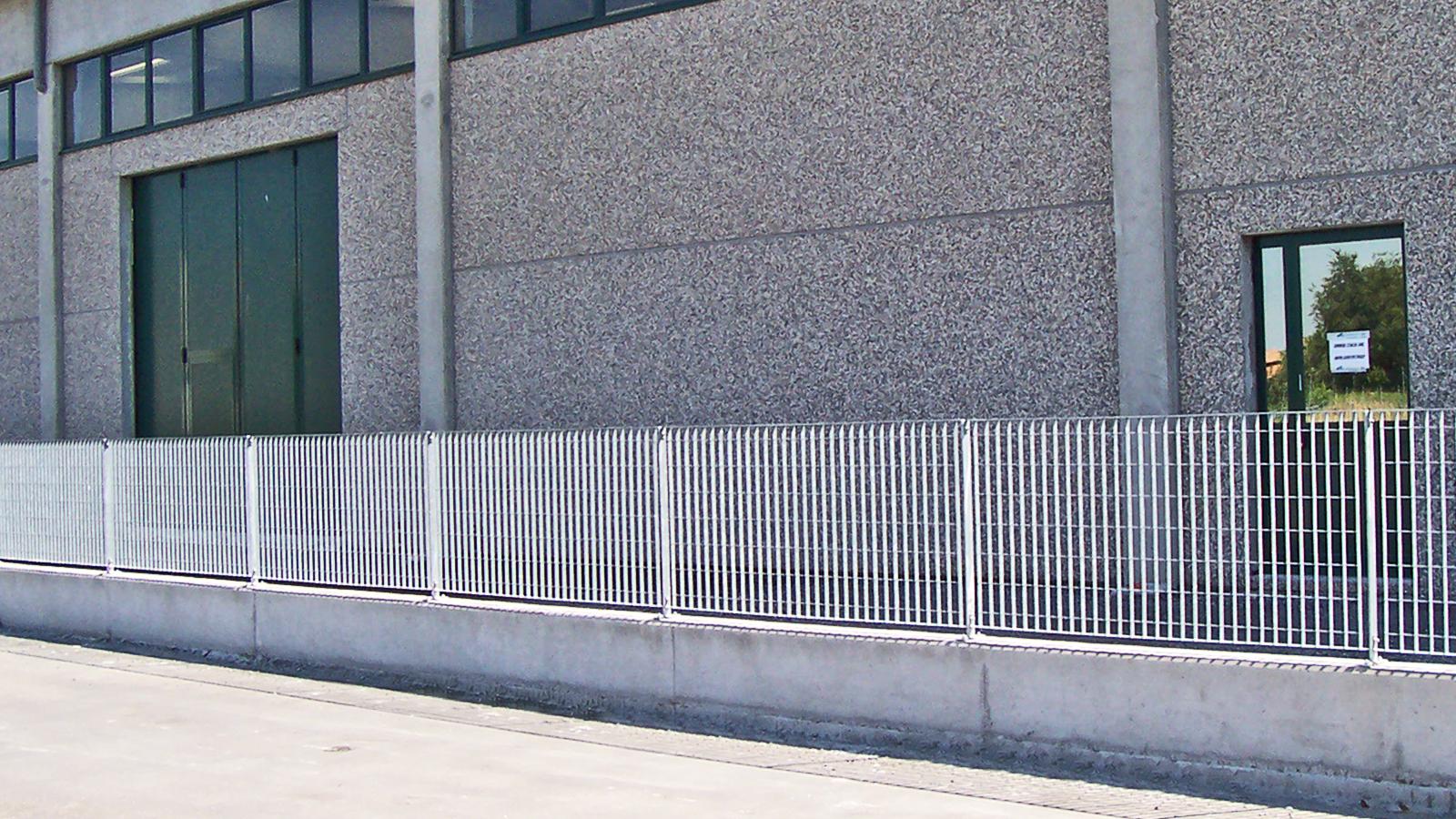 Cancelli e recinzioni - Modello Grigliato verticale